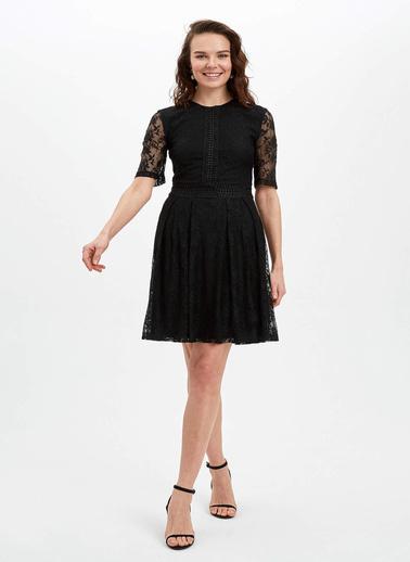DeFacto Regular Fit Dokuma Elbise Siyah